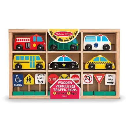 Véhicules et panneaux de signalisation en bois